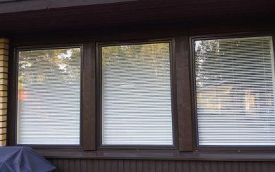 Kauniit kotimaiset Tapijola-ikkunat asennuksineen Eeva Salmelalle